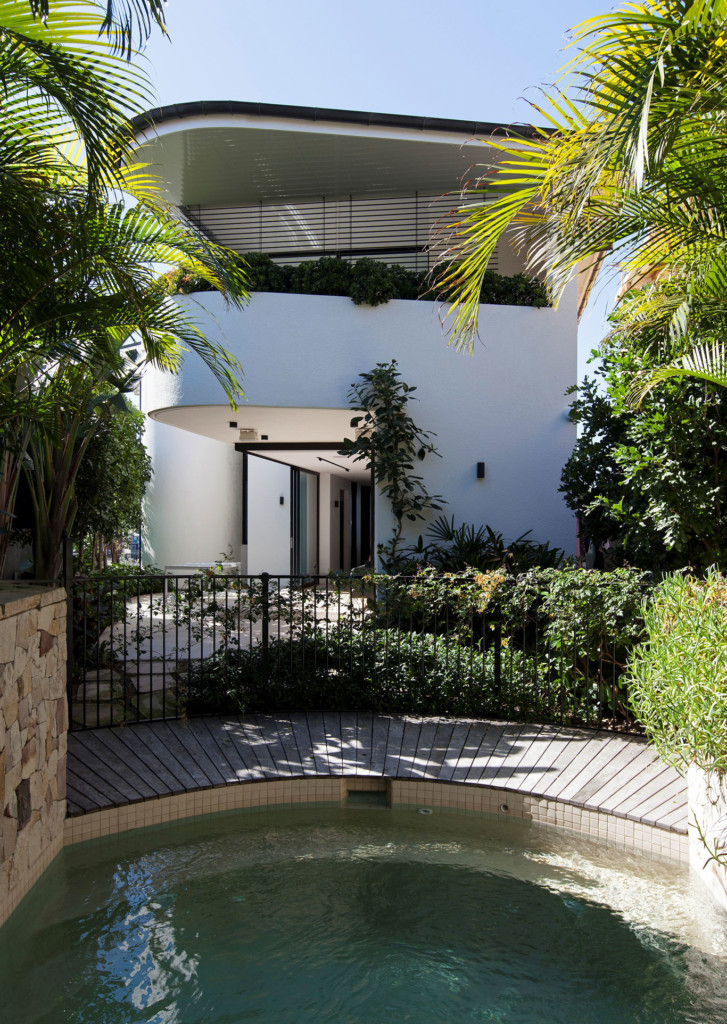 Tamarama House – an intimate garden pool