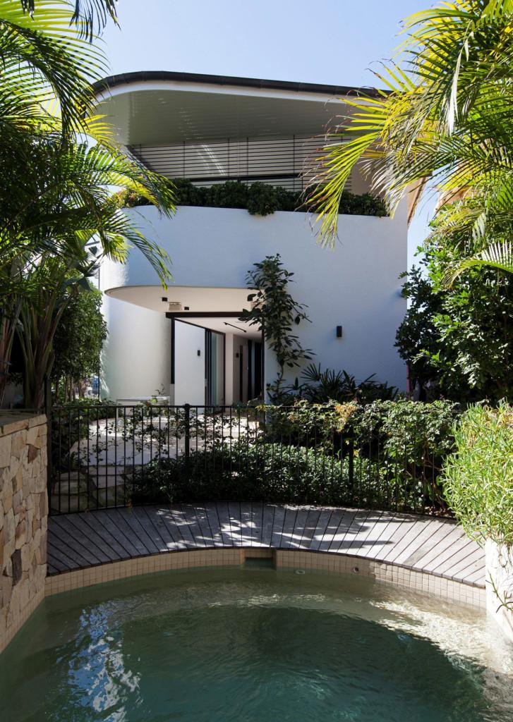 Tamarama House – an intimate garden pool