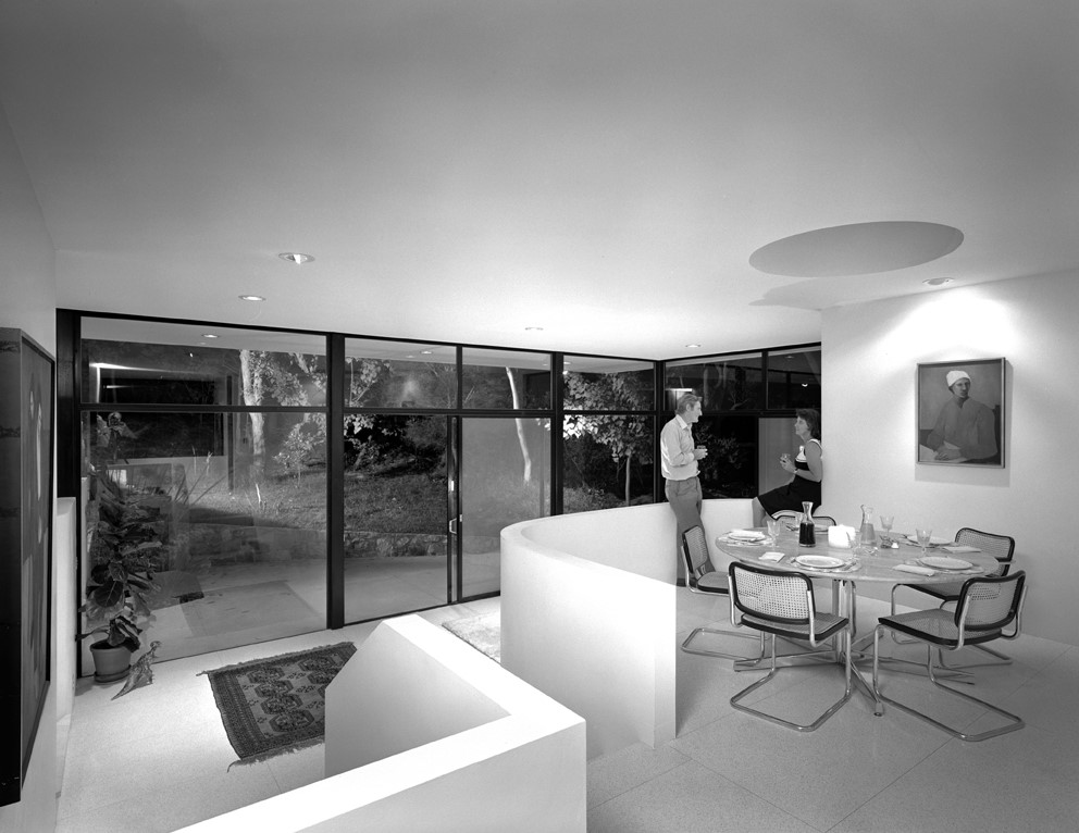 Castlecrag house: Photo taken by Max Dupain in 1973 – view of the raised dining area